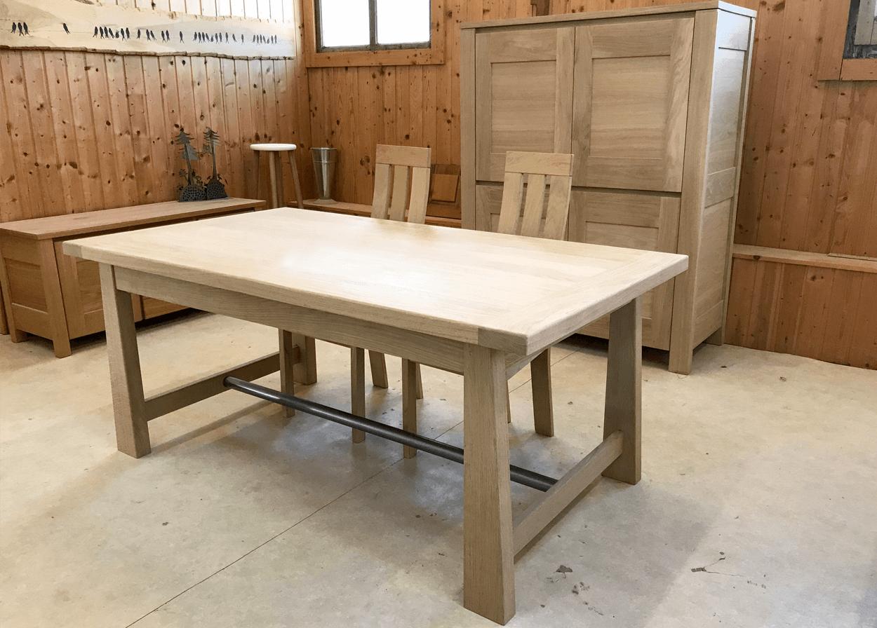 Table En Chene Brut.Nos Tables Fixes En Bois Massif Table Fixe Atelier Bois De Chene Massif Aspect Brut